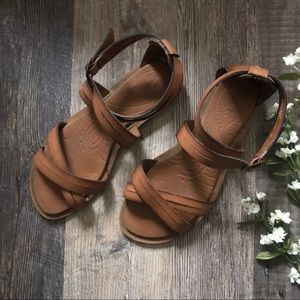 Clark's | Brown Faux Leather Sandals